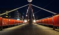 луна от червения мост