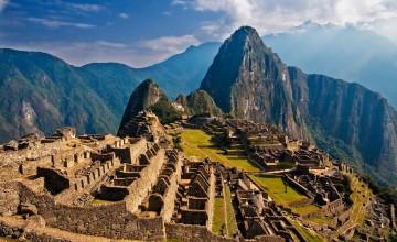 Археолозите смятат, че Мачу Пикчу е построен като имоти за императора на инките Пачакути през 15-ти век. Разположен е на планински хребет над Свещената долина.
