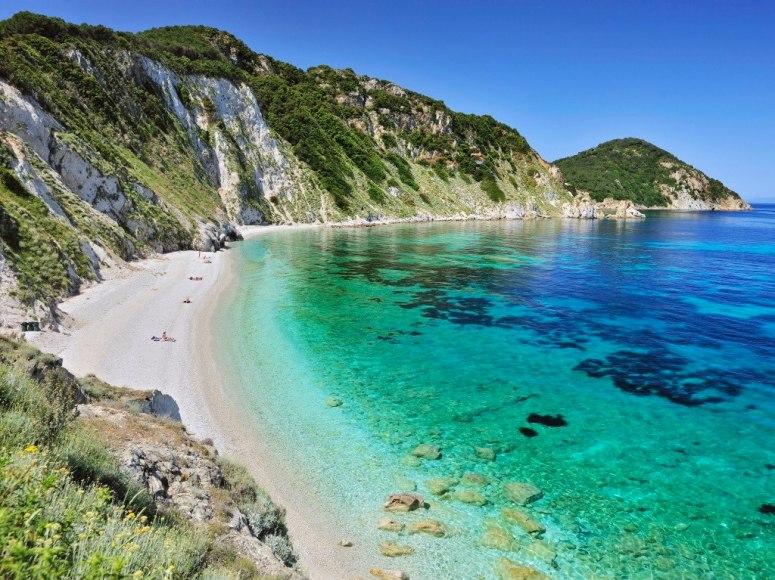 Остров Елба е дом на много красиви плажове, но Sansone може би е на първо място в списъка. Белият пясък и кристално чистата вода правят това място идеално за шнорхелинг.
