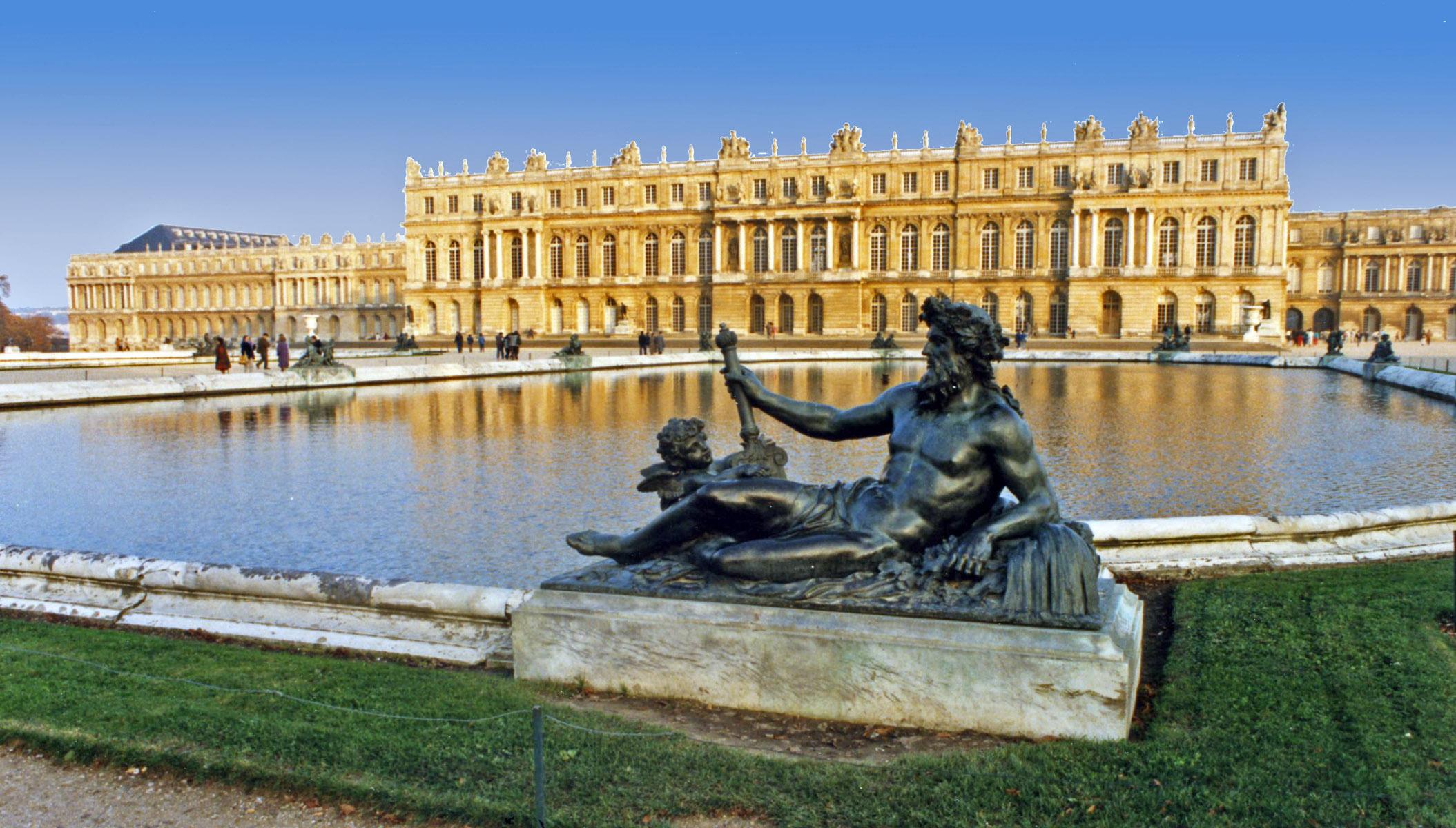 Най-популярният замък, намиращ се на 20 км от Париж.