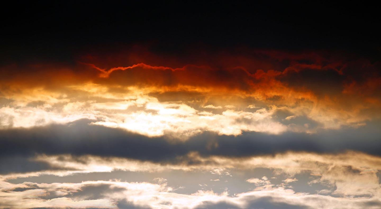 Цветът на небето след изригването, 01.09.2014
