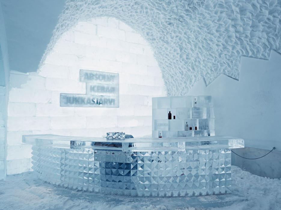 Това място се реконструира всяка година. То се характеризира със заснежен под, издълбани от лед мебели и студ.