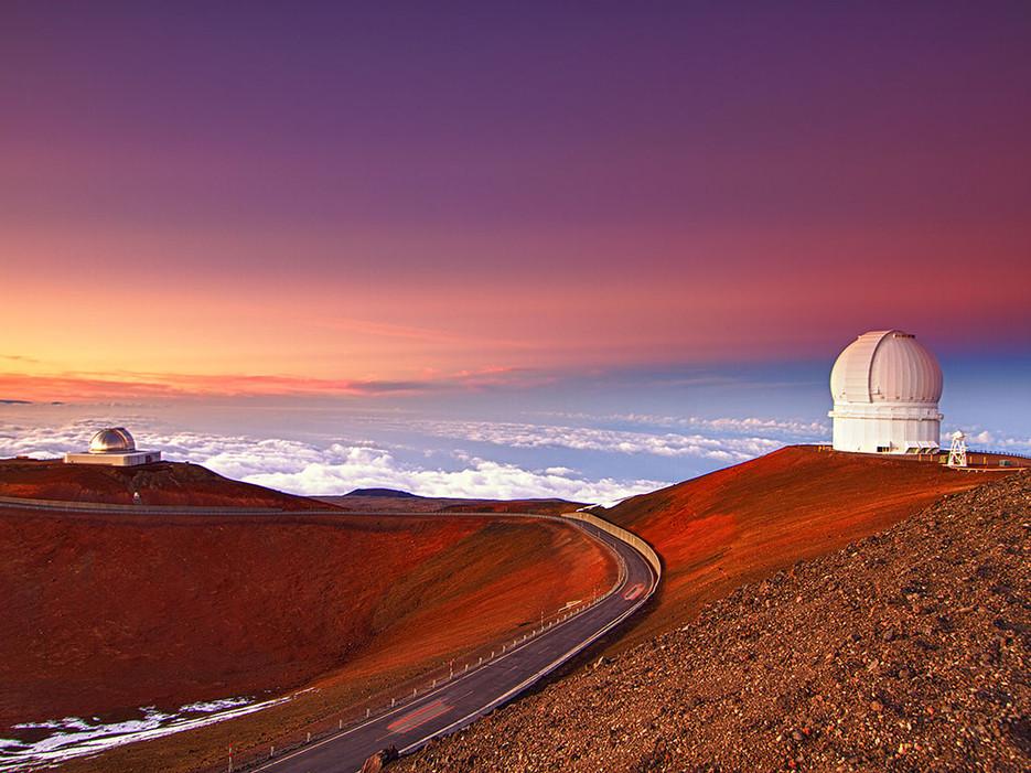 4 000 метра над плажовете Хило се намира този лунен пейзаж на Мауна Кеа, който не е за хора със слаби сърца.