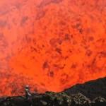 """Мъже се гмуркат в активен вулкан с GoPro, наричат го """"Прозорец към ада"""""""