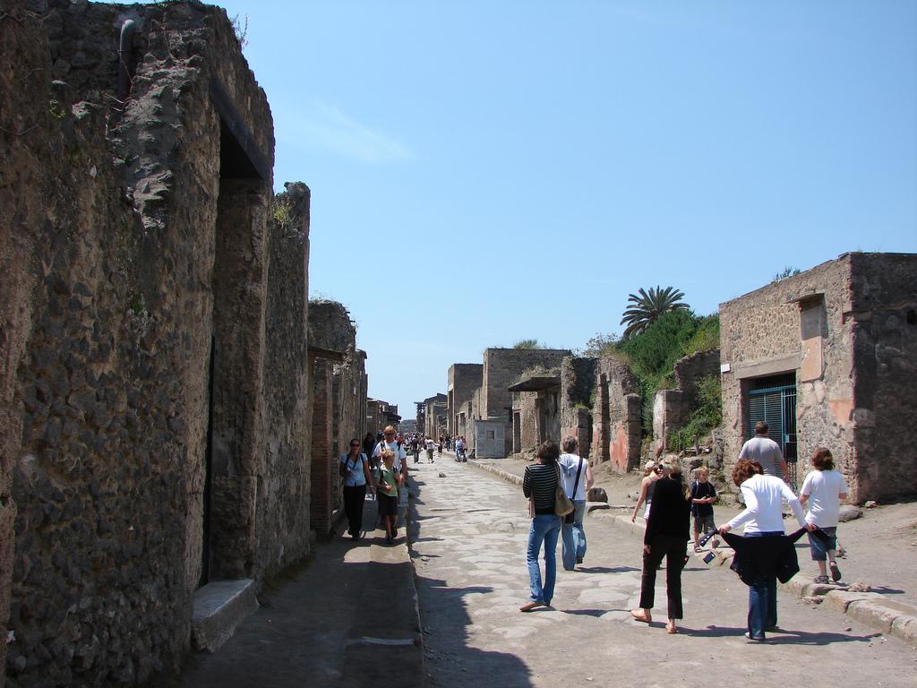 ruins-of-pompeii1