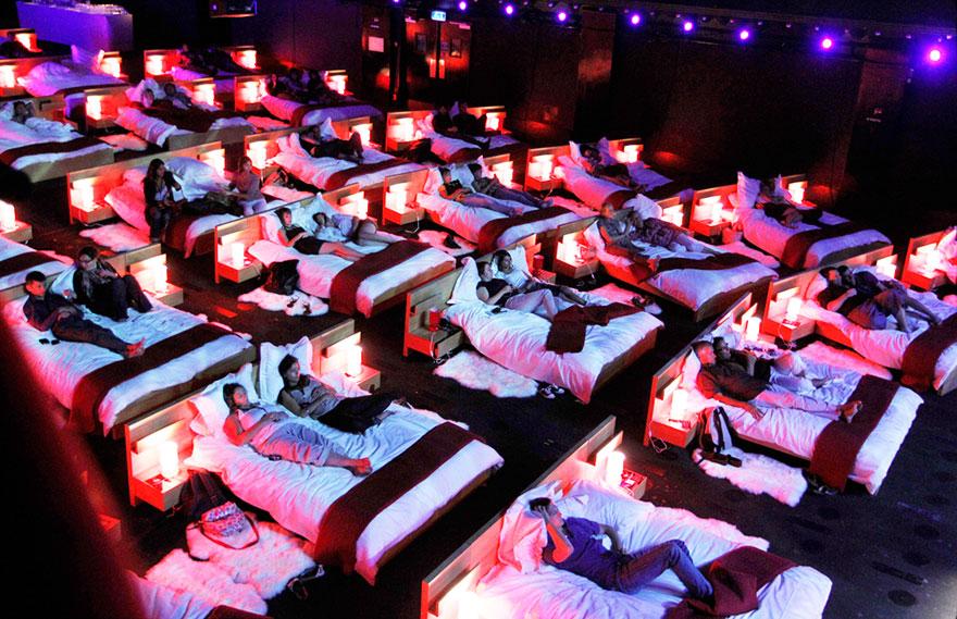 3-cinemas-interior-beds__880