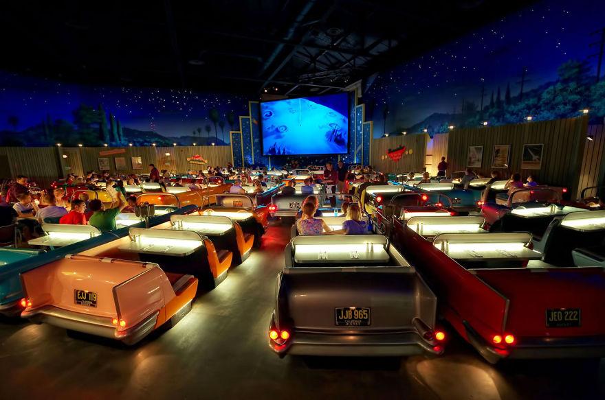 4-cinemas-interior-theater-restaurant-2__880
