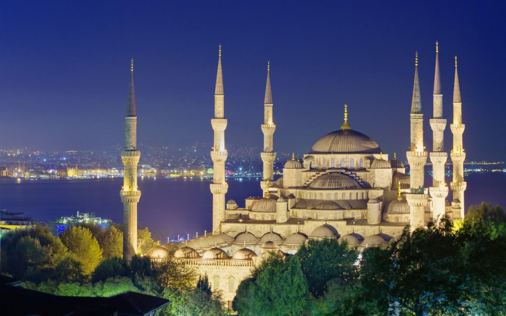 8_Istanbul_108110810-1680x1050
