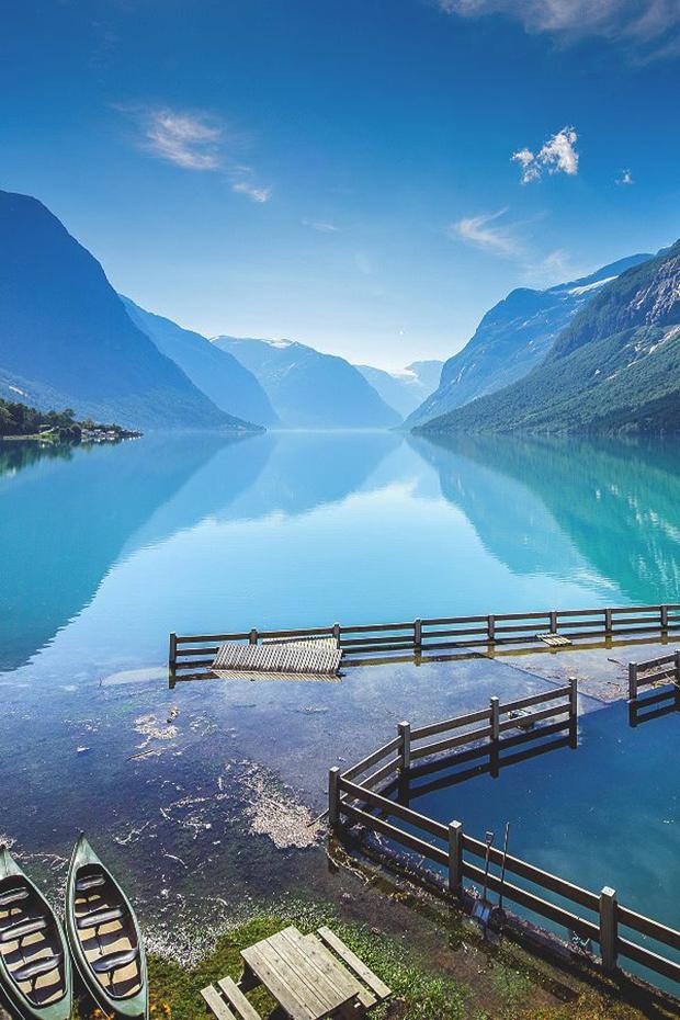 12Lake-Lovatnet-Stryn-Norway