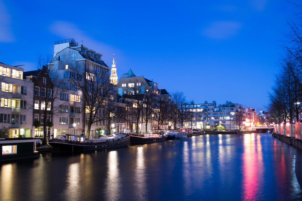 2amsterdam-363920_1280