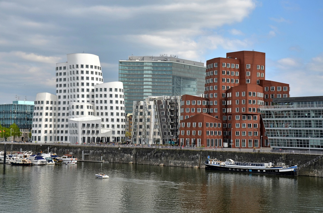 dusseldorf-building-175611_1280