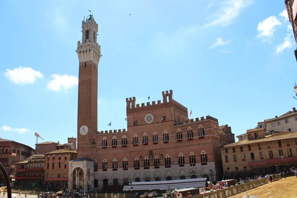 siena-piazza-598278_1280