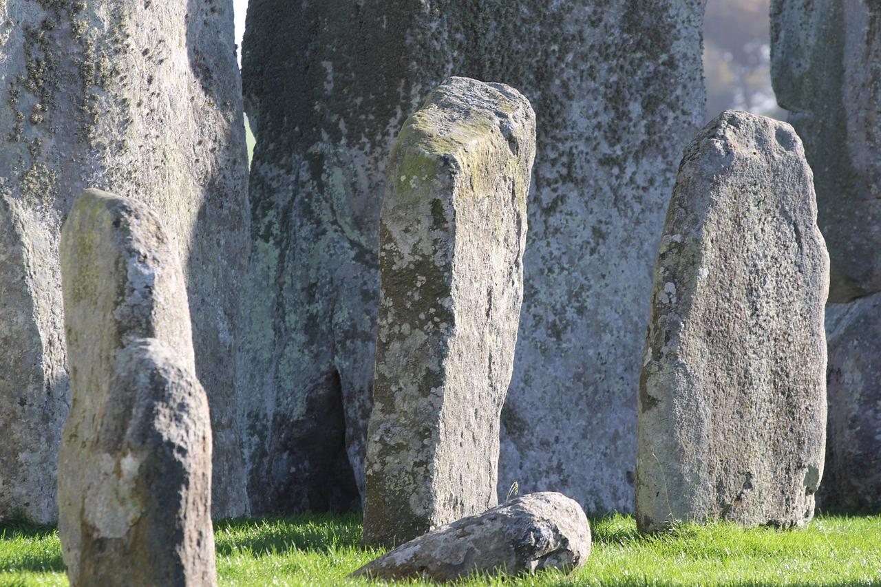 stonehenge-711011_1280