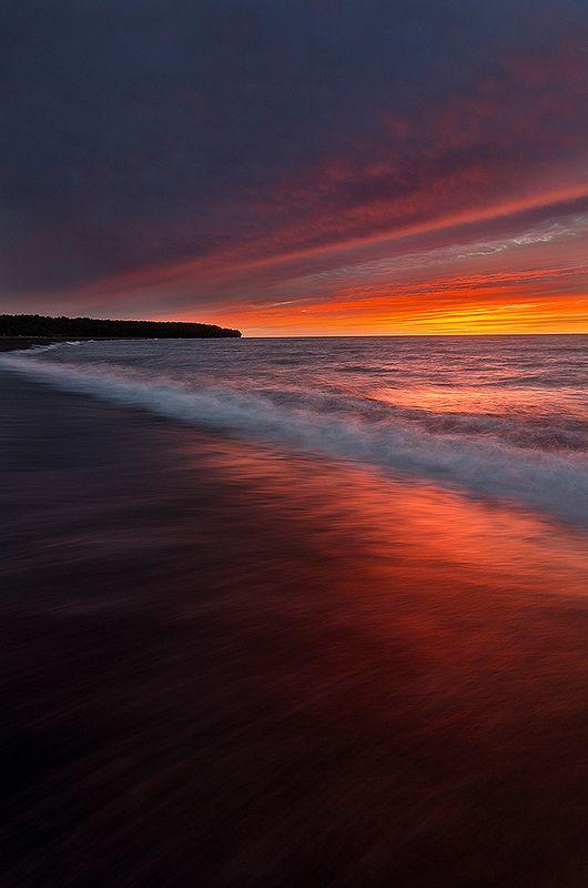 16Sunset-in-Lake-Superior-United-States