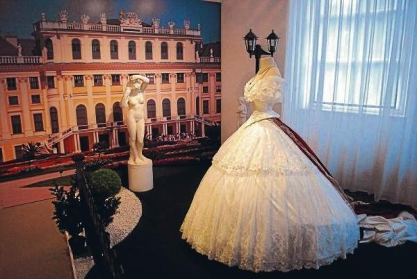 8-sisi_dresses