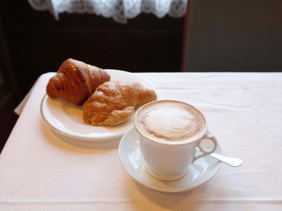 cornetto-cappuccino-rome-italy