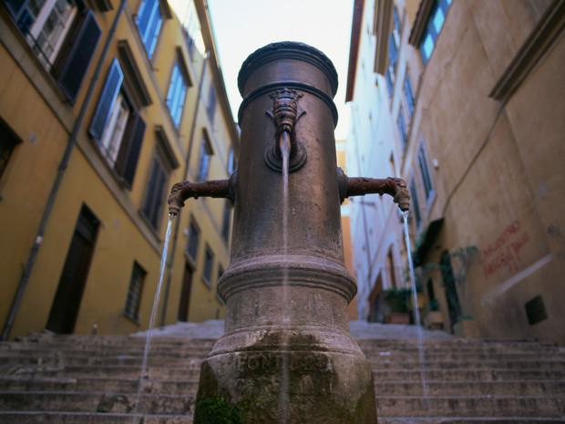 nasoni-fountain-rome-italy