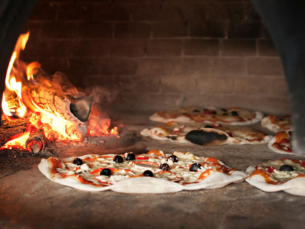 wood-fired-pizza-rome-italy
