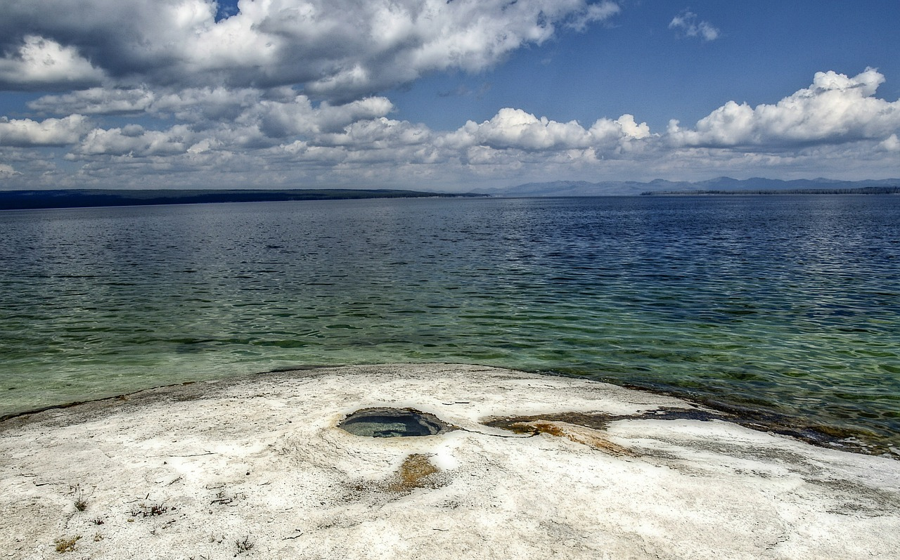 yellowstone-lake-144081_1280