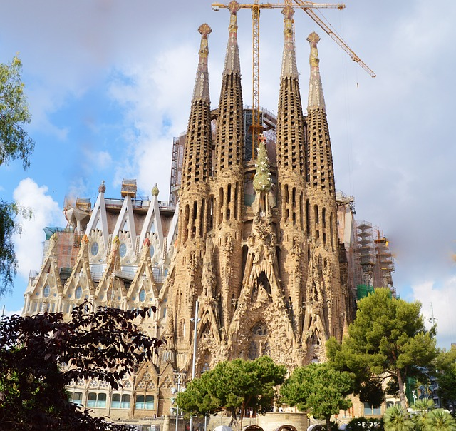 Цветната феерия на Гауди определено привлича туристите и не е изненада, че за втора поредна година Барселона измества столицата Мадрид.