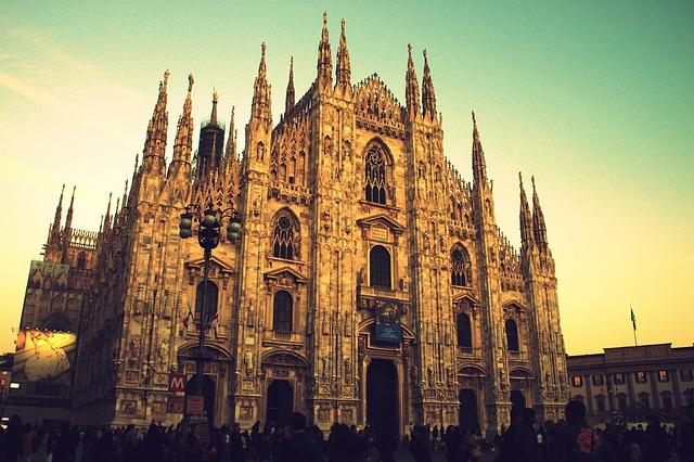 Градът привлича с прекрасна атмосфера, стилна архитектура, колоритно излъчване и неповторими шопинг възможности. Не е изненада, че изпреварва Рим с едно място в класацията.