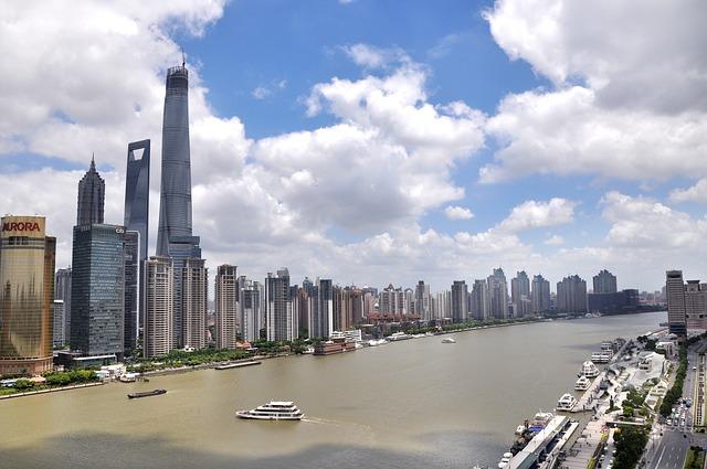 От рибарско градче Шанхай се превърна в основен финансов център на азиатското развитие. За година около 6 милиона туристи се насочват натам.