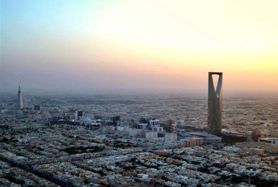 Столицата на Саудитска Арабия разполага с модерна пътна инфраструктура, което я прави изключително удобна за посещения.