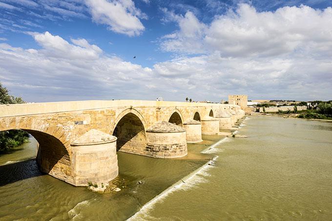 3cordoba-spain-old-roman-bridge-over-guadalquivir-river-andalucia-andalusia-517401559