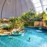 Като на тропиците: превърнаха стар хангар в огромен аквапарк