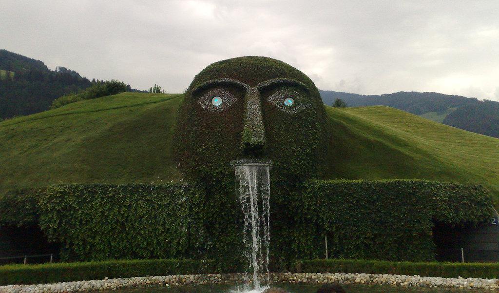 10Swarovski_Fountain_Austria