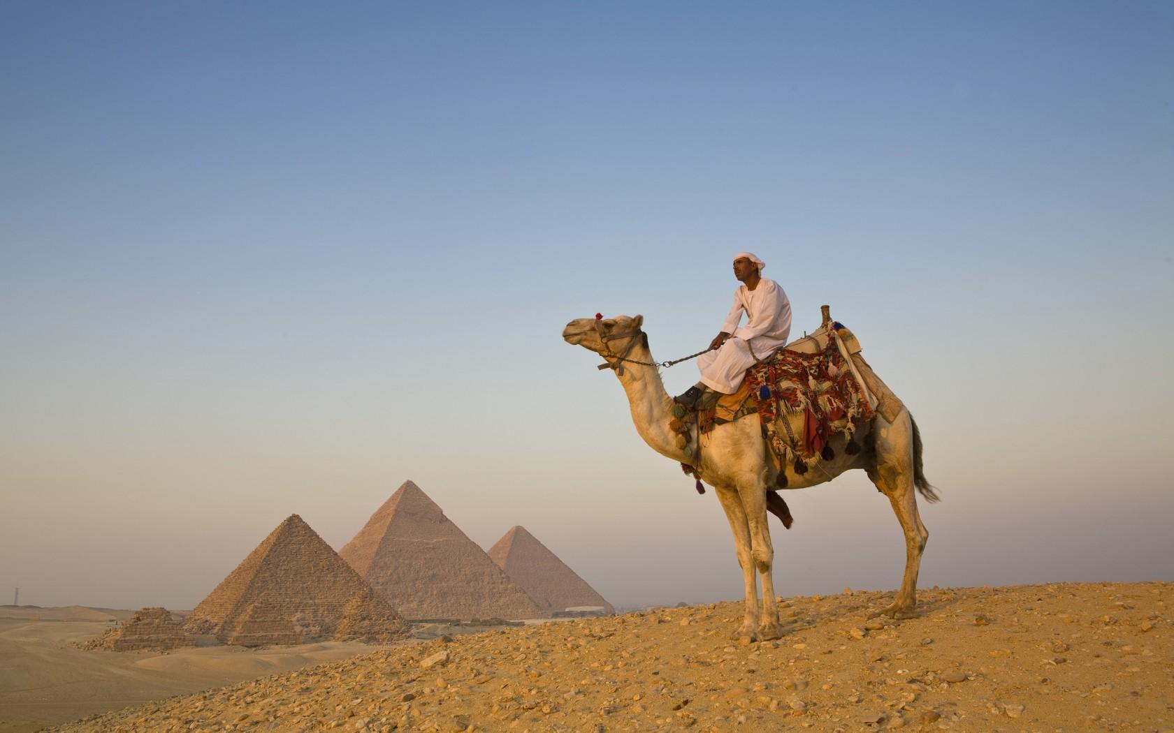 11Edited-Pyramids-Giza-AWL_EG01204-1680x1050
