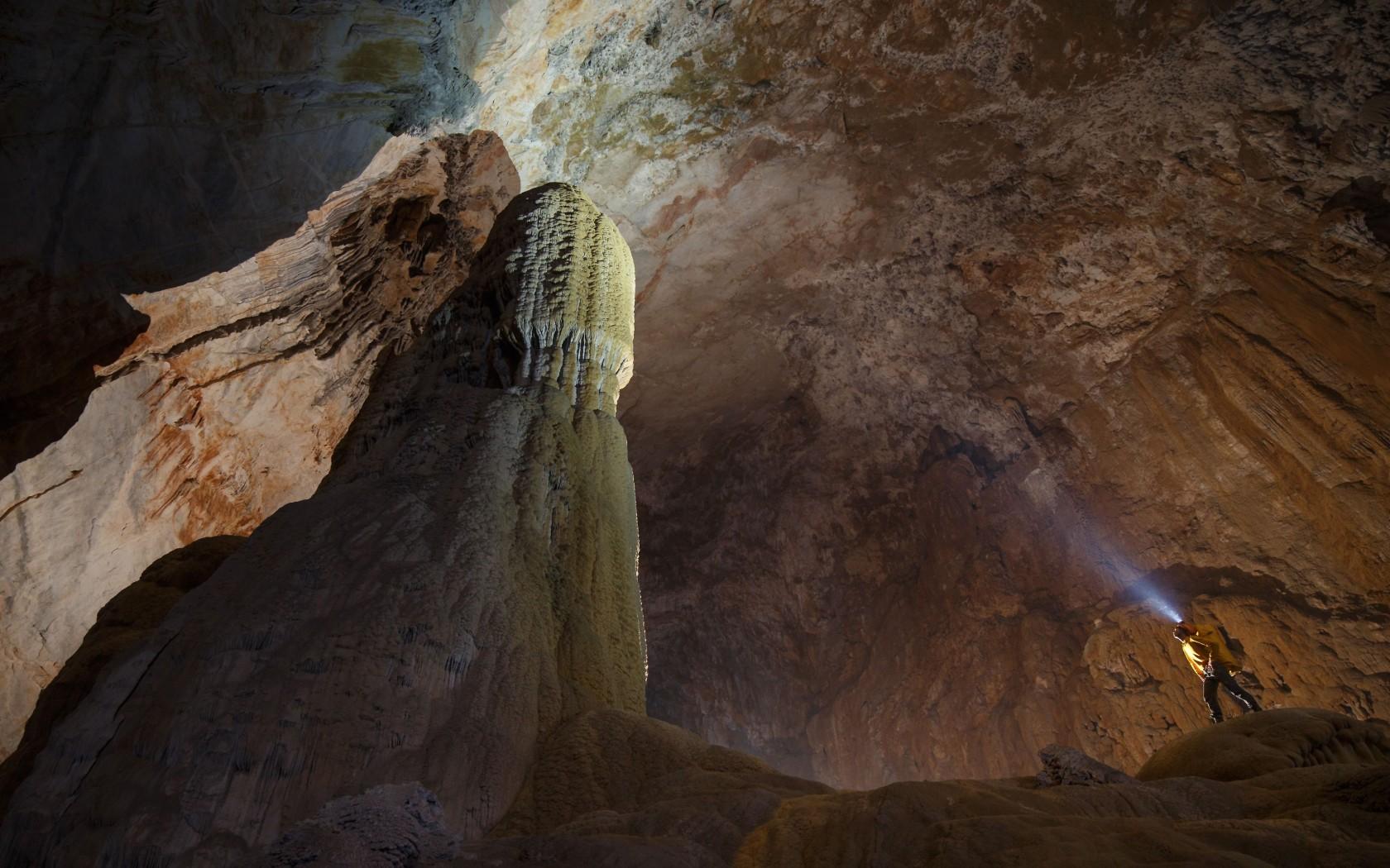 19Overs-Son-Doong-Cave-Vietnam-rexfeatures_3601504e-1680x1050