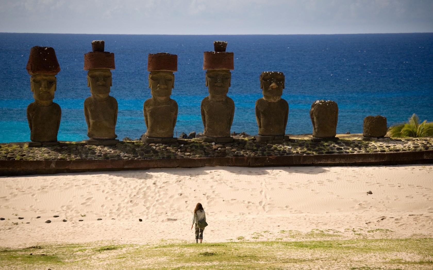 1Overs-Easter-Island-B3G7J4-1680x1050