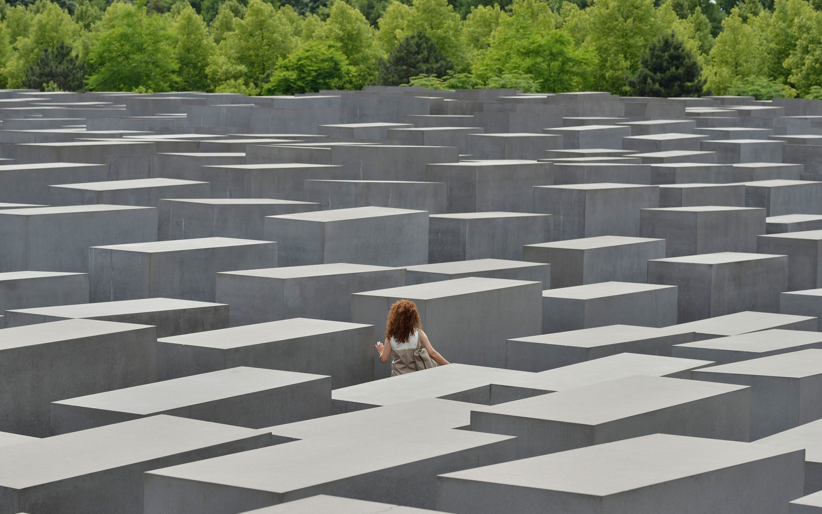 5Overs-Holocaust-Memorial-Berlin-DH6NGH-1680x1050