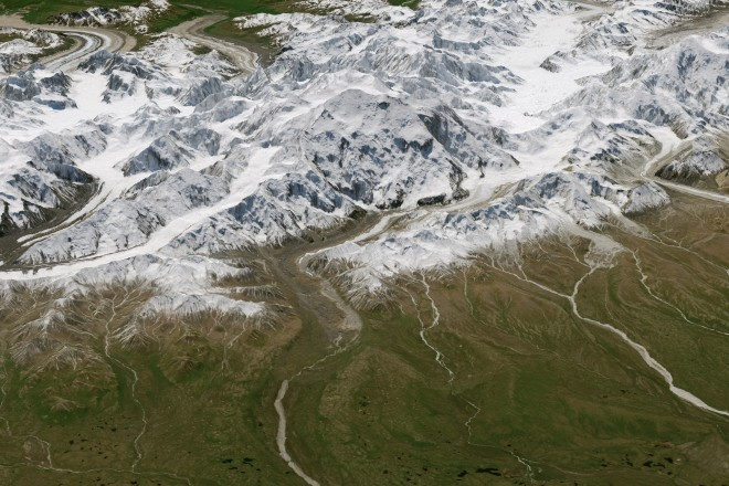 1. Денали, най-високият връх в Северна Америка, заснет отгоре, за да отбележи новото си име (Между1917и2015г. върхът носи името Маккинли, в чест на25-тия президент на САЩ. От1 септември2015 г. американският президентБарак Обамаправи официално местното име на върха – Денали.)