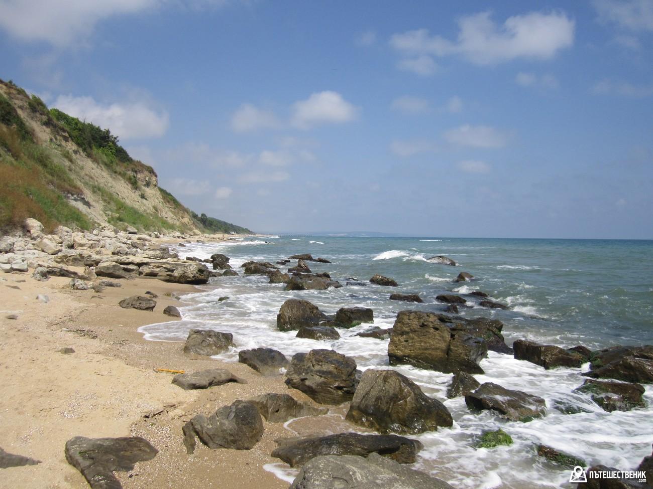 Море и плаж, докъдето очите могат да видят.