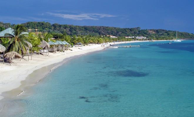 roatan-beach3-1548225