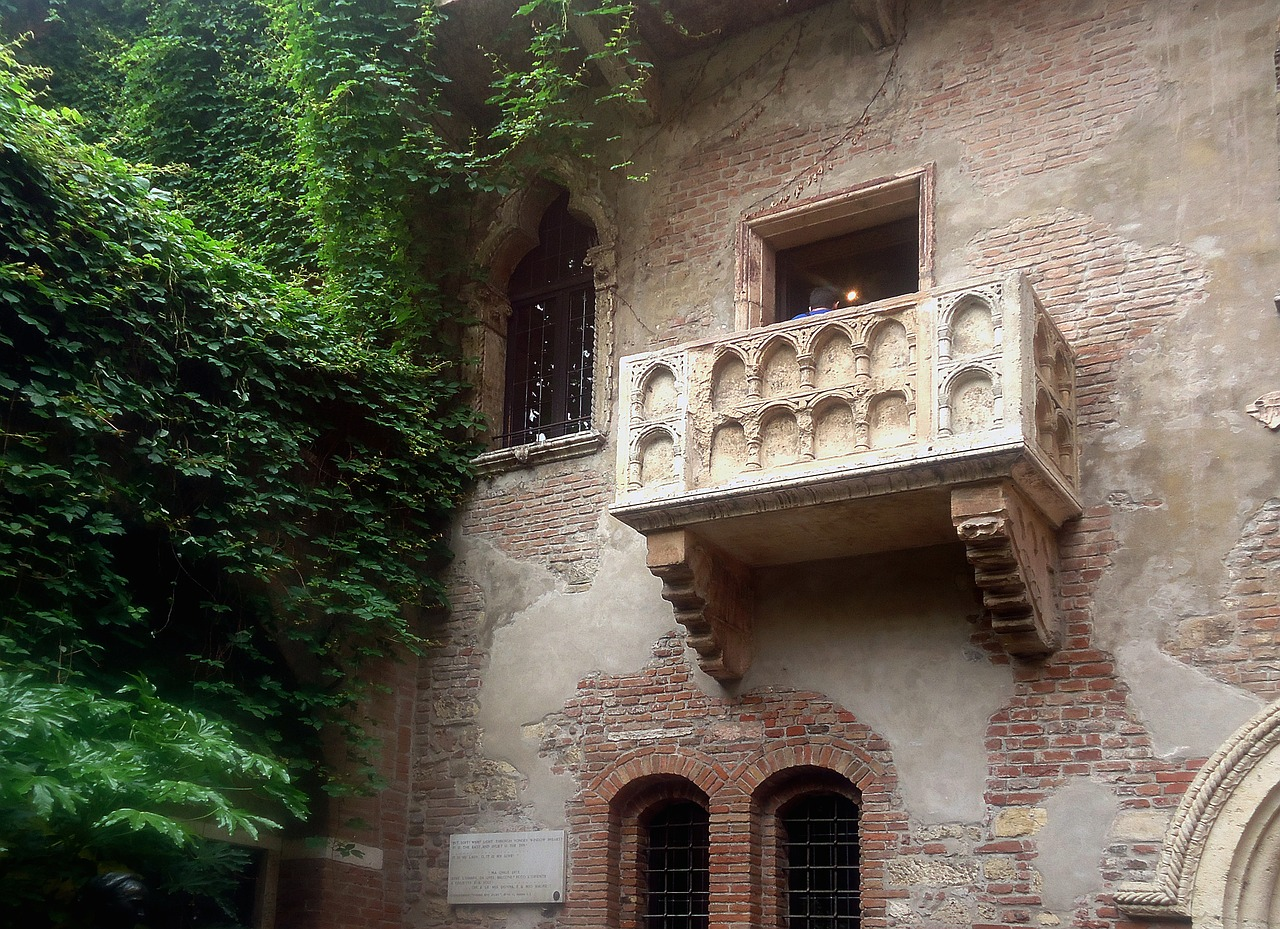 verona-balcony-439286_1280