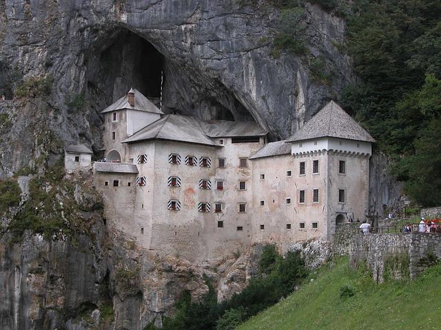 2-castle-67600_640