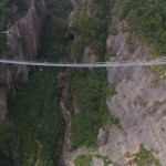 Най-страшният стъклен пешеходен мост в света