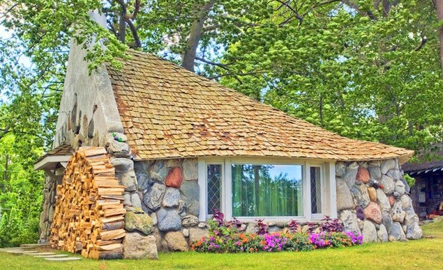 Вила с изглед към красивото езеро Мичиган. Изключително подходящо местенце за семейства с много деца. В къщата могат да отседнат шест човека и наистина е рай за малчуганите.