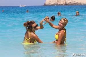 На плажа Навагио, остров Закинтос, с клуба за пътешествия Tripsy
