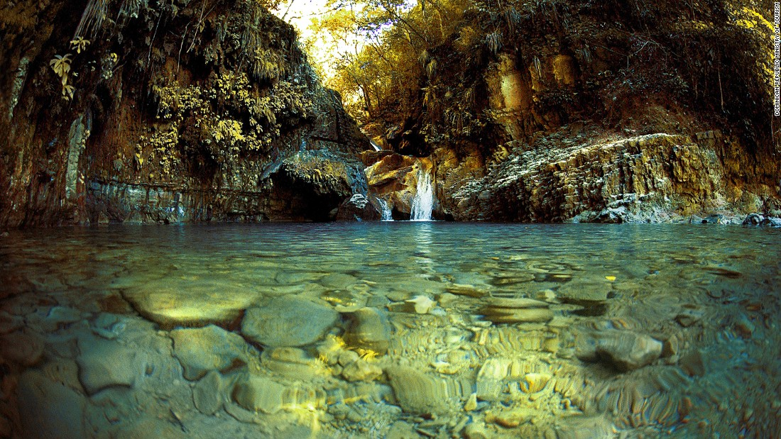 Река Дамаягуа, Пуерто Плата, по чието течение има 27 водопада