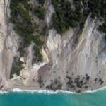 Вижте как земята погълна плажа Егремни на остров Лефкада
