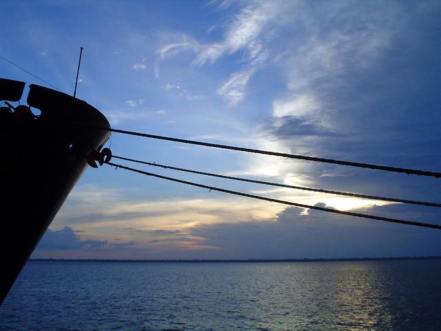 travel-in-amazon-sunset-1451235-640x480
