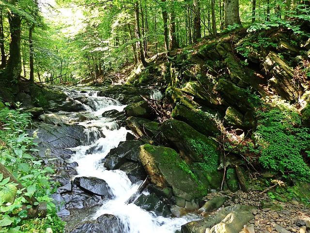 waterfall-885356_640