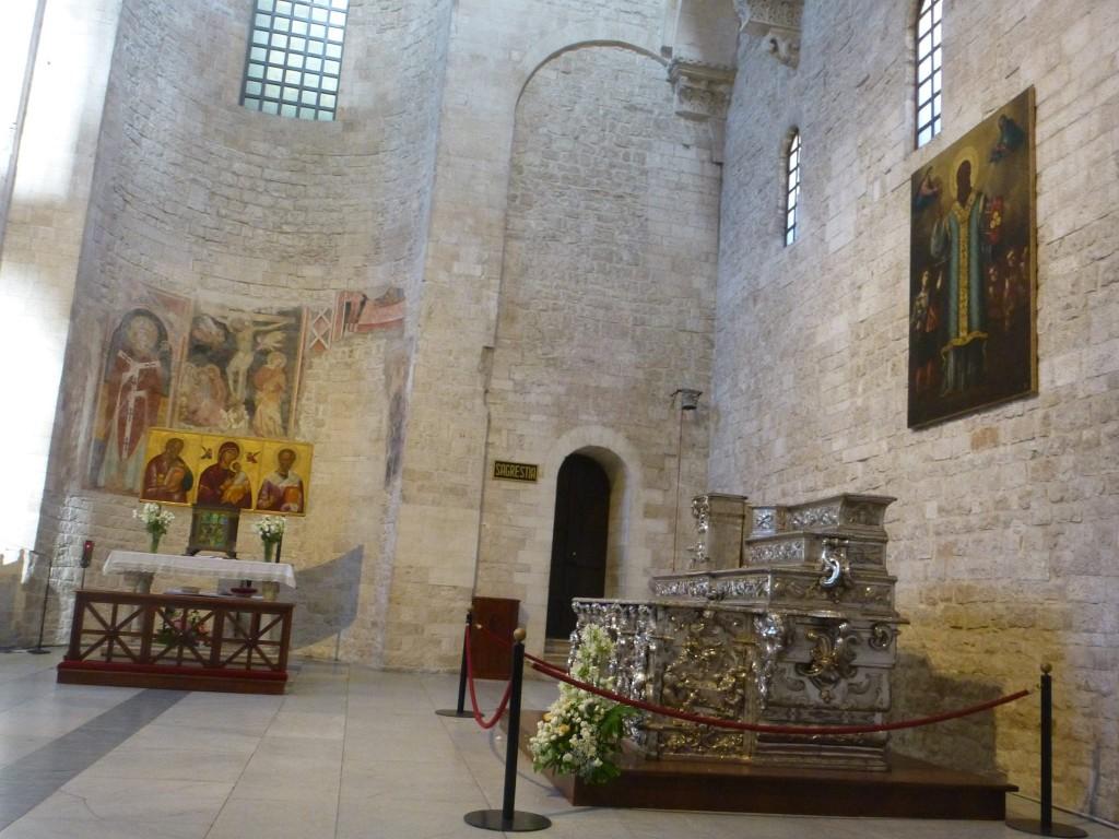 Православната част от горе над криптата, в самата катедрала.