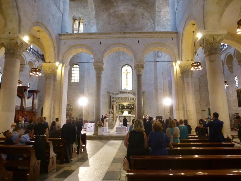 Първата сватба горе в катедралата, неделя сутрин