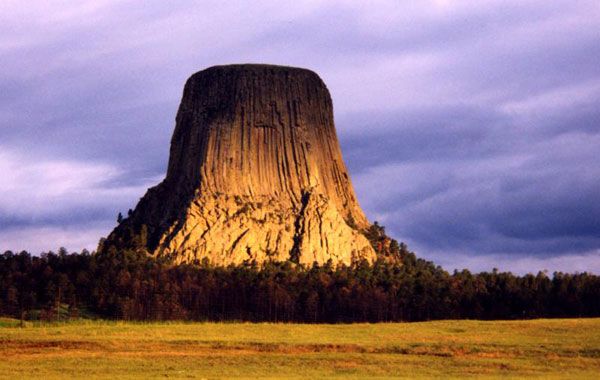 Devils_Tower_at_Dusk2.112115538_std