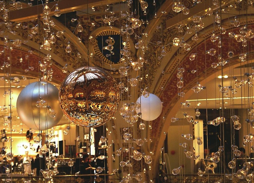 paris-ornaments-1050452_1280